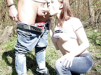 Doll gives dt in public place